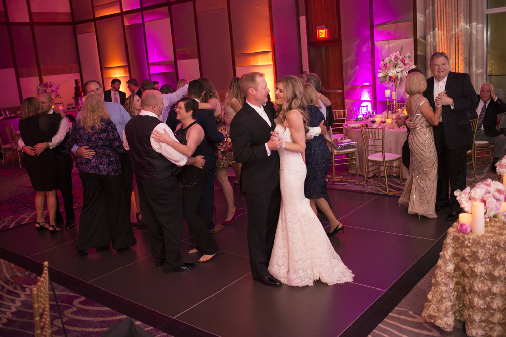 Dance party at wedding. Las Vegas Wedding Planner Andrea Eppolito.  Image by AltF.