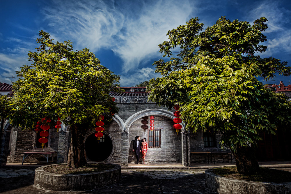 Las Vegas Wedding Planner Andrea Eppolito shares these Hong Kong Engagement Photos taken by  Aperture Photo . Red Chinois Dress and Chinese Lanters.