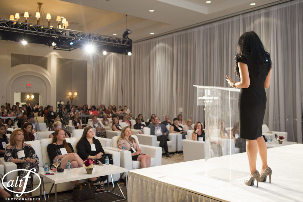 Keynote speaker Andrea Eppolito speaks to hundreds of people each year throughout the world. Topics range from wedding planning to motivational topics.
