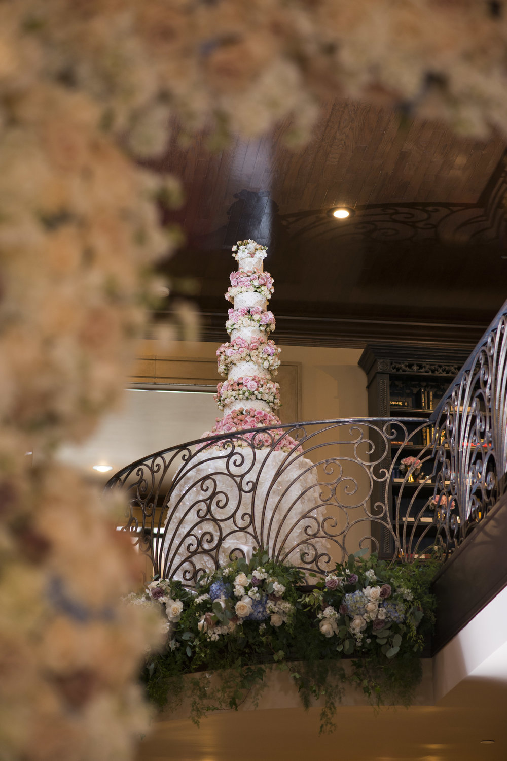 10 tier wedding cake with flowers and fondant in a juliet balcony. Las Vegas Wedding Planner Andrea Eppolito. Cake y Four Seasons. Photo by AltF.