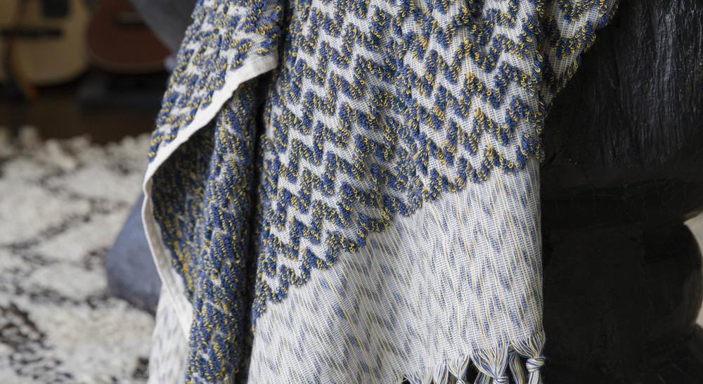 Night Zigzag bath towel by Loom Towels