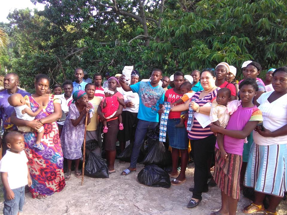 Deportees receiving aid from Week of Compassion pose for a picture. Photo: Ulrick Gaillard