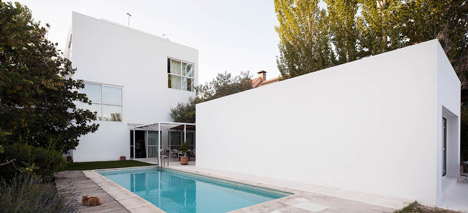 dezeen_Little-White-Box-at-Turegano-House-by-Alberto-Campo-Baeza_2.jpg