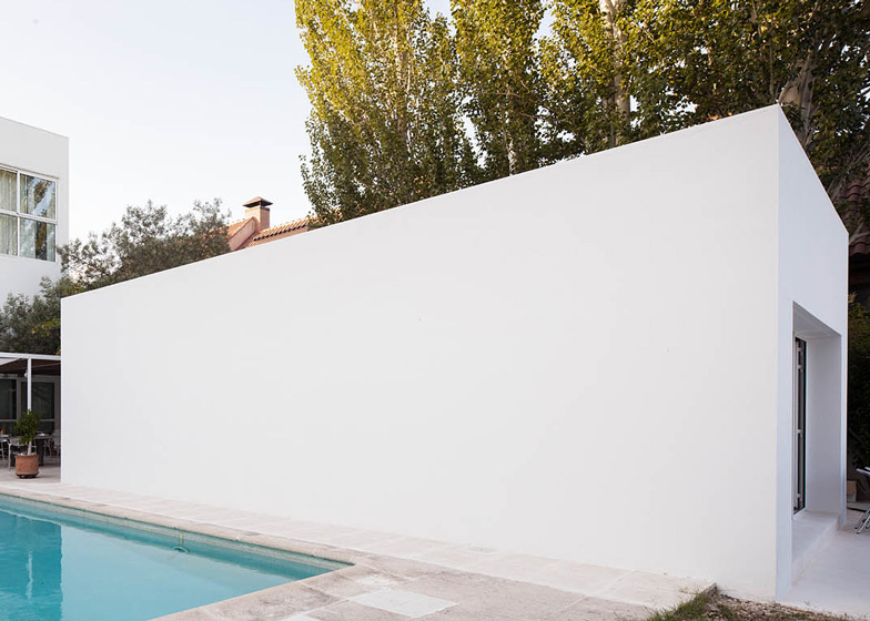 dezeen_Little-White-Box-at-Turegano-House-by-Alberto-Campo-Baeza_ss_1.jpg