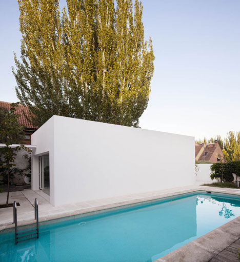 dezeen_Little-White-Box-at-Turegano-House-by-Alberto-Campo-Baeza_3.jpg