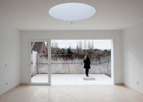 dezeen_Little-White-Box-at-Turegano-House-by-Alberto-Campo-Baeza_4.jpg