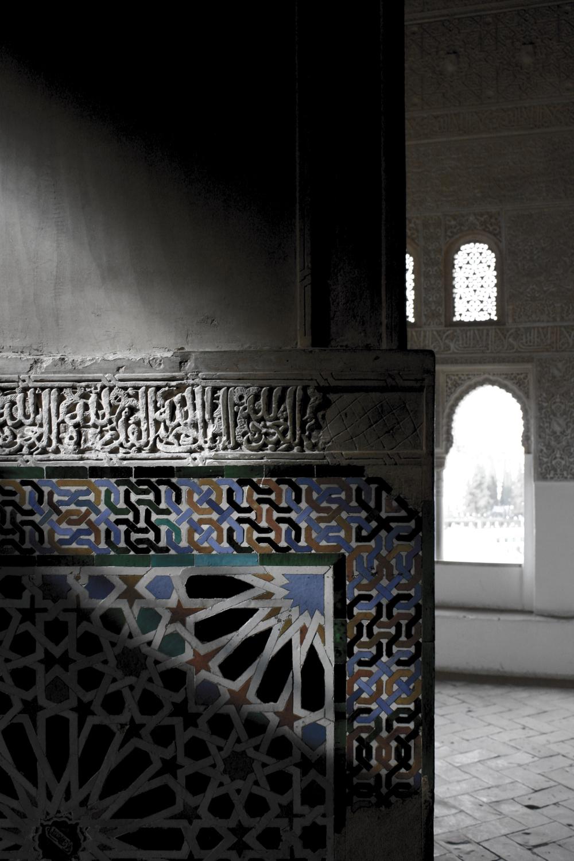 Azulejos e Arabescos no Palácio Árabe de Alhambra