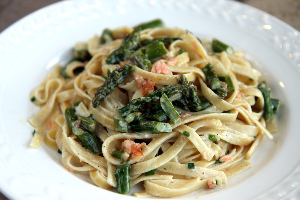 Smoked Salmon Fettuccine with Asparagus
