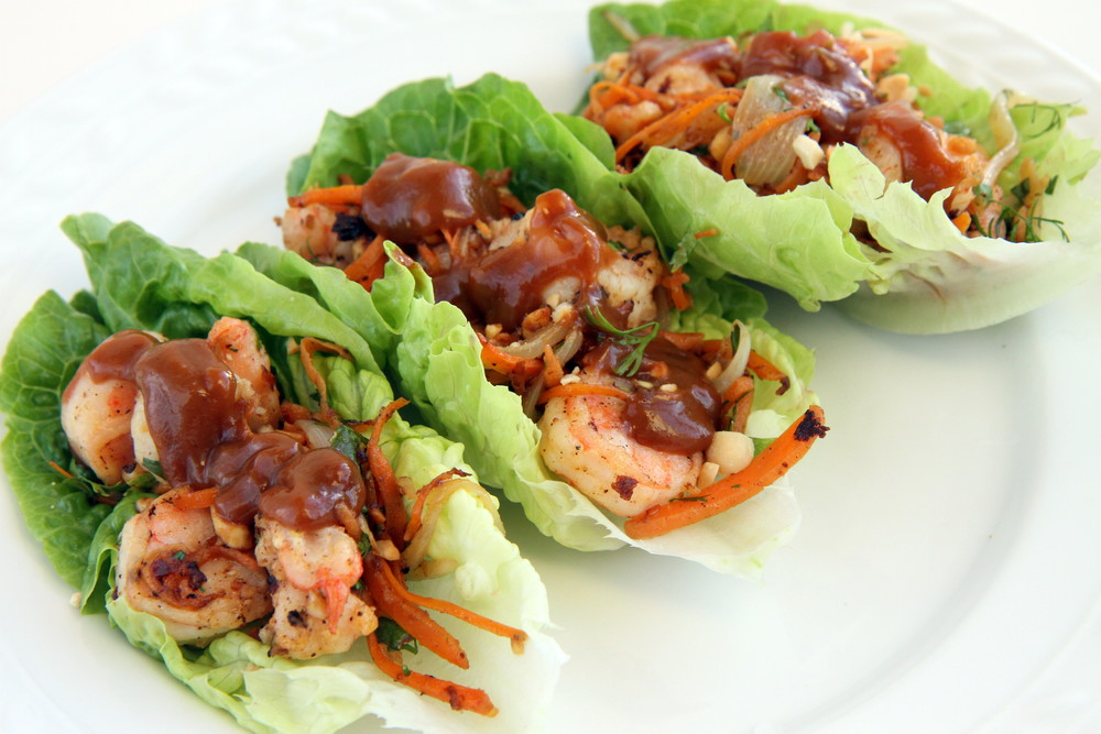 Shrimp Lettuce Wrap with Peanut Sauce