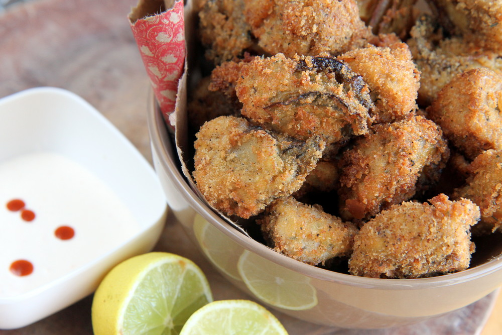 Deep-fried oysters with mayonnaise lemon dipping sauce