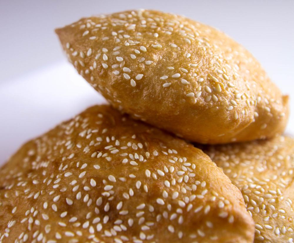 banh tieu vietnamese hollow donuts