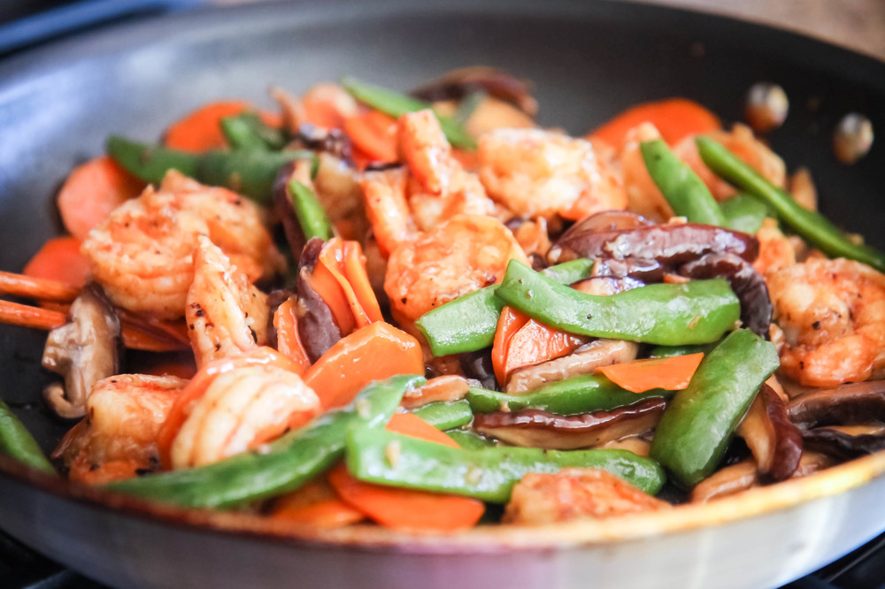 Stir-fry shrimp with green beans, carrots and Shitake mushrooms