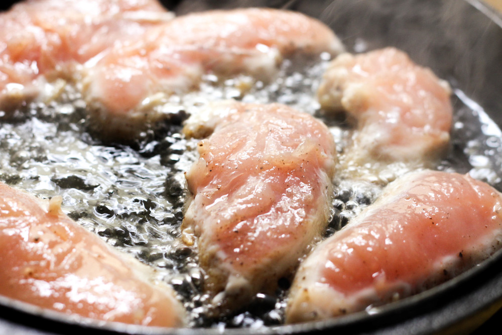Pan-frying chicken tenderloin