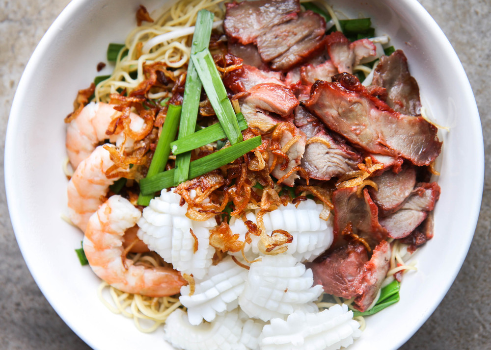 Vietnamese Combination Dry Egg Noodle Recipe  (Mi Kho Thap Cam)