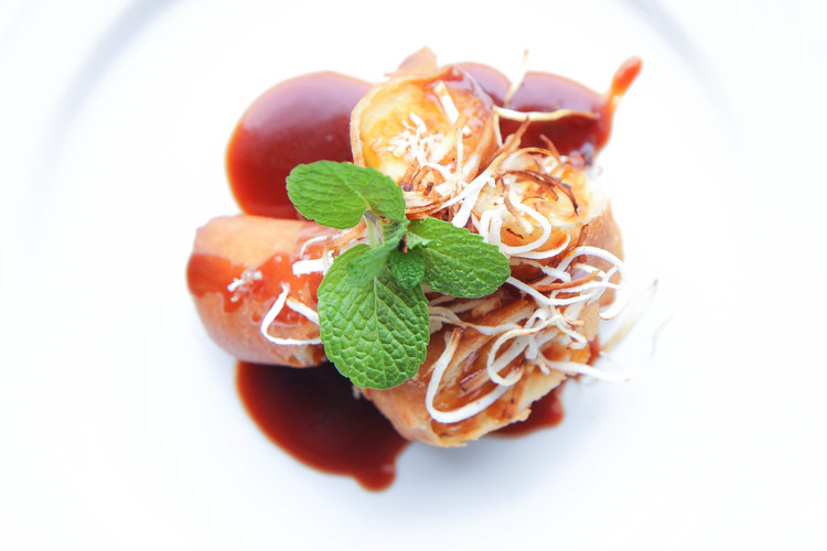 Fried banana spring roll with coconut caramel sauce chuoi chien fried banana spring roll with coconut caramel sauce chuoi chien forumfinder Image collections