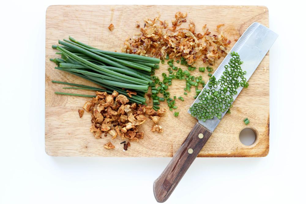 Garnish: Green onions, fried shallots and pork crackling