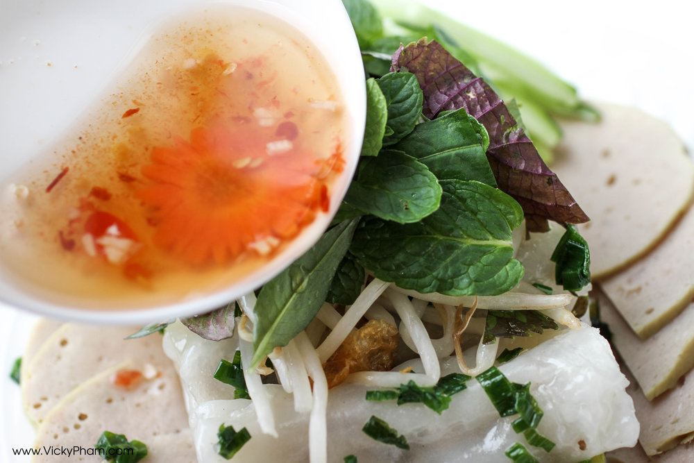 When eating  Vietnamese Steamed Rice Rolls (Bánh Cuốn), you must have   Vietnamese fish sauce dipping sauce   (Nước Mắm Chấm) .