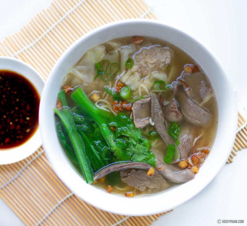 Chinese-Style Pork & Organ Noodle Soup (Mi Nguoi Hoa)