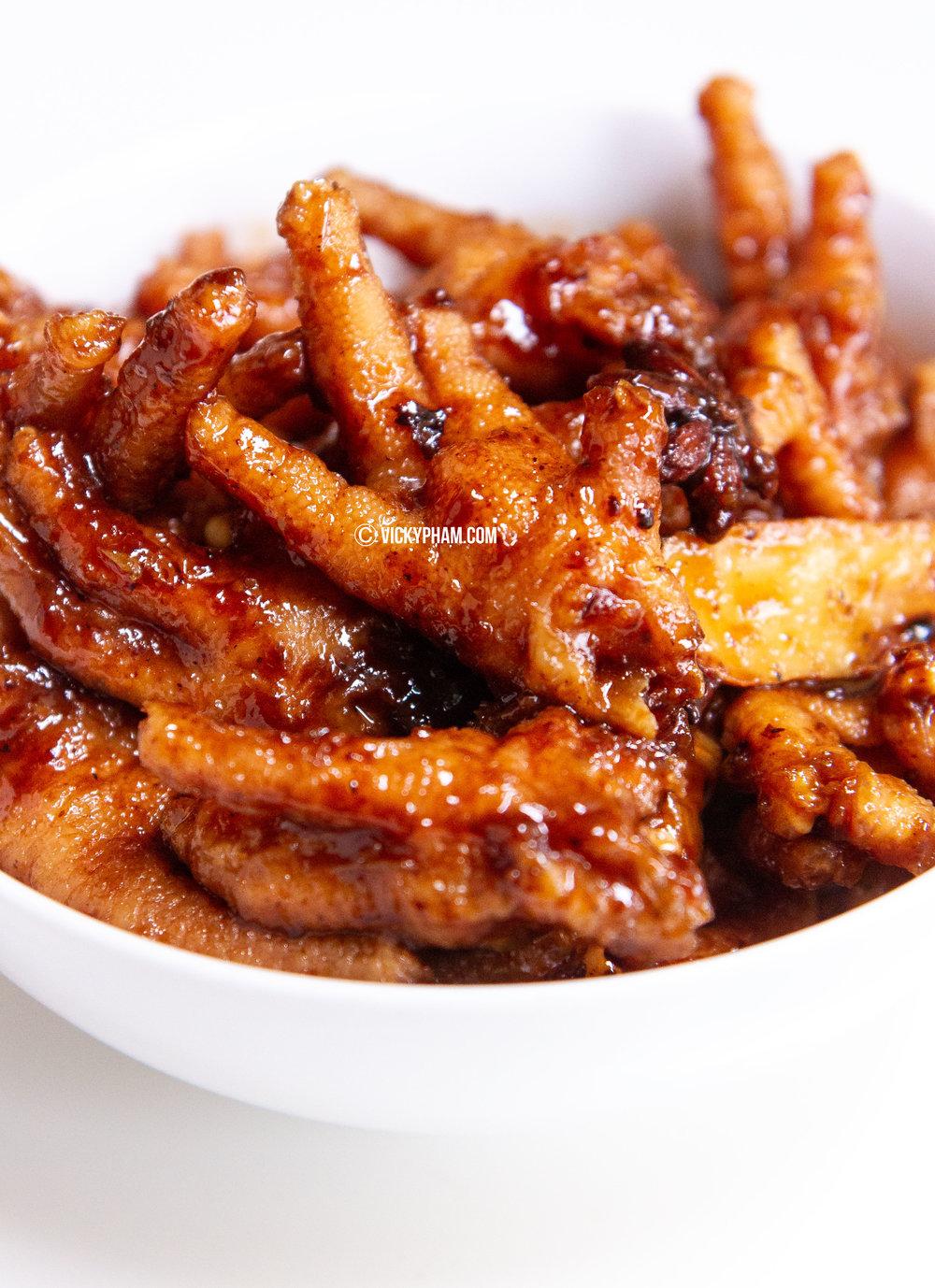 Dim-Sum Style Braised Chicken Feet with Black Bean Sauce