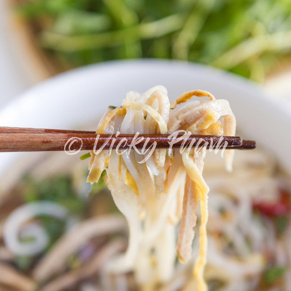 Hanoi Noodle Soup with Ham, Chicken and Shrimp (Bun Thang)