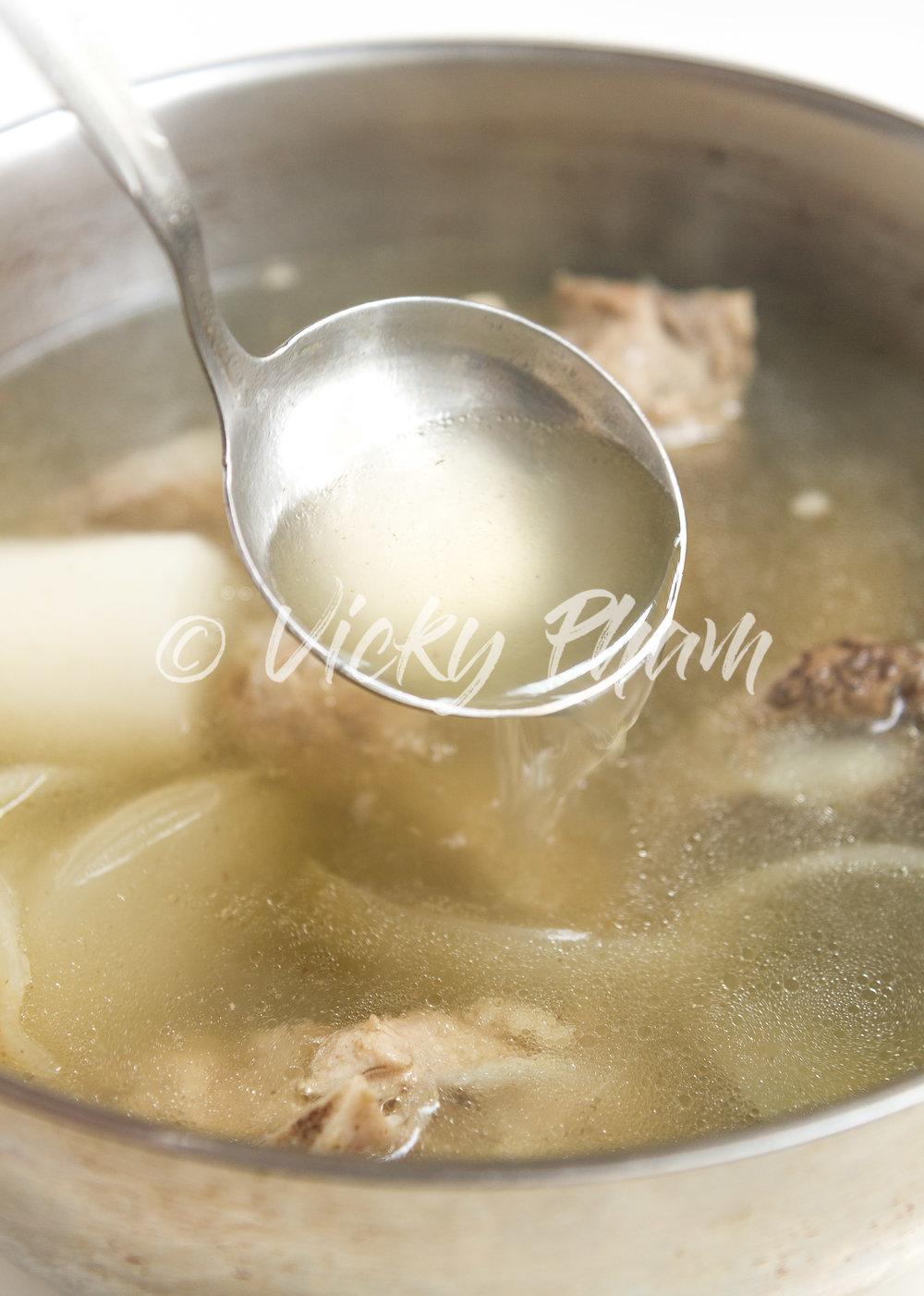 Vietnamese Homemade Pork Stock/Broth (Nuoc Leo Suon Heo) - A clean stock is a happy stock