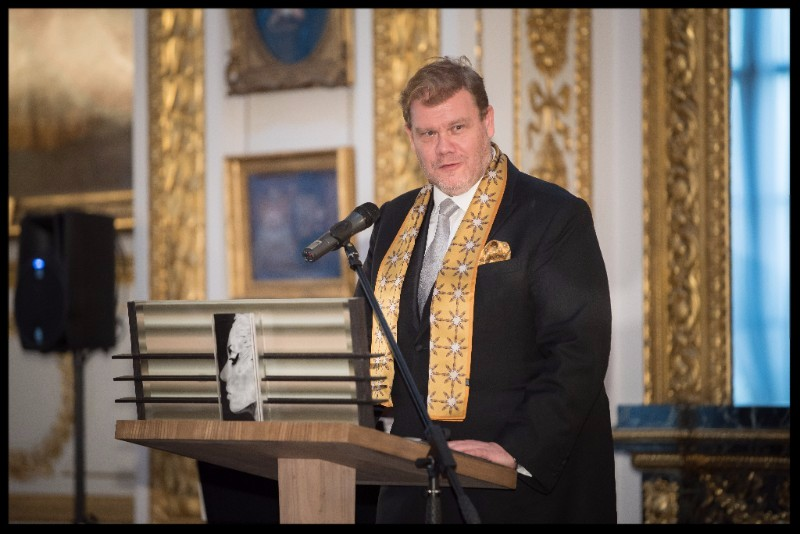 I was thrilled that wonderful tenor Stuart Skelton wore my IOA 'Fidelio Star' men's evening scarf and pocket sq for the IOA gala evening. Up and coming performances by Stuart Skelton include 'Tristan', Tristen & Isolde. Baden-Baden festival. Rattle and 'Tristan' Tristan & Isolde, English National Opera. Gardener.