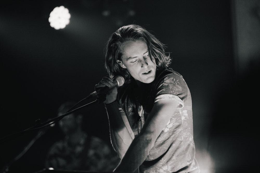 TaylorLaurenBarker-concert-photographer-Parachute-5.jpg