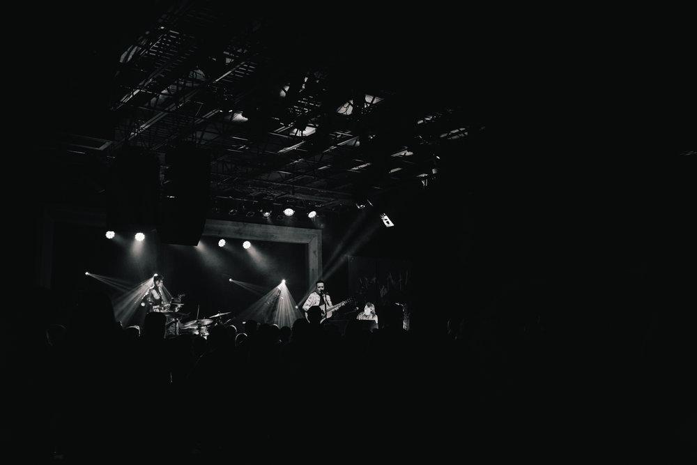 TaylorLaurenBarker-concert-photographer-Parachute-8.jpg