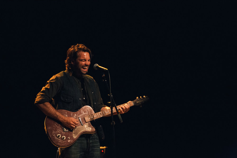 Taylor-Lauren-Barker-Zach-Williams-The-Lone-Bellow-concert-photography-7.jpg