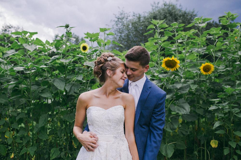pittsburgh-pa-summer-sunflower-field-farm-wedding
