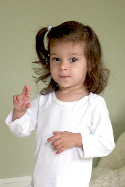 Lara 2 fingers-72.jpg