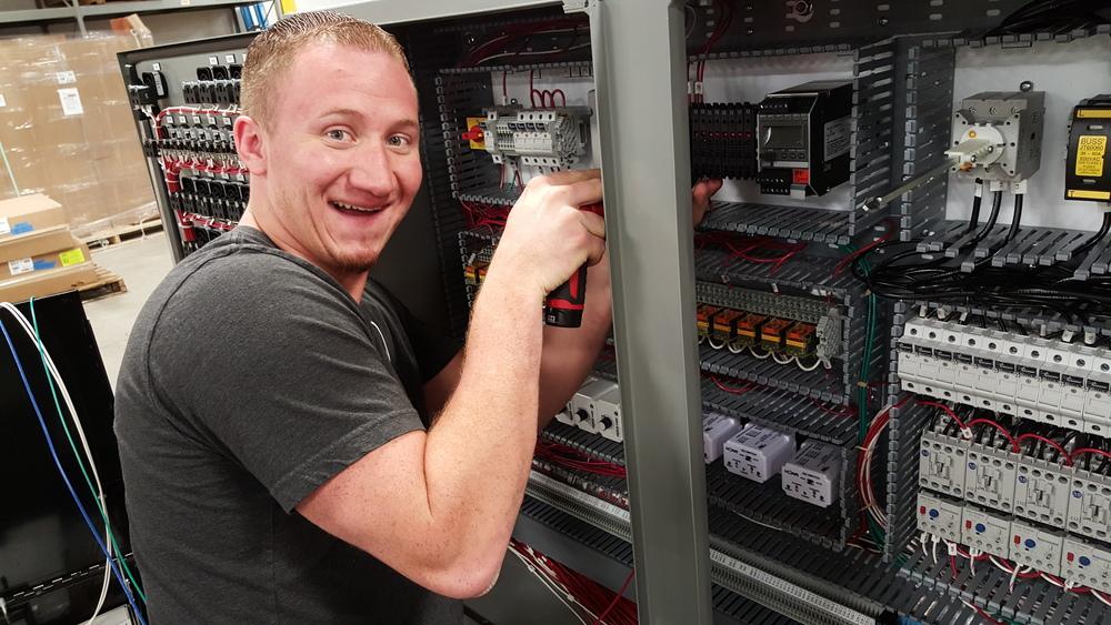 Winston Bollig wiring fuse blocks.