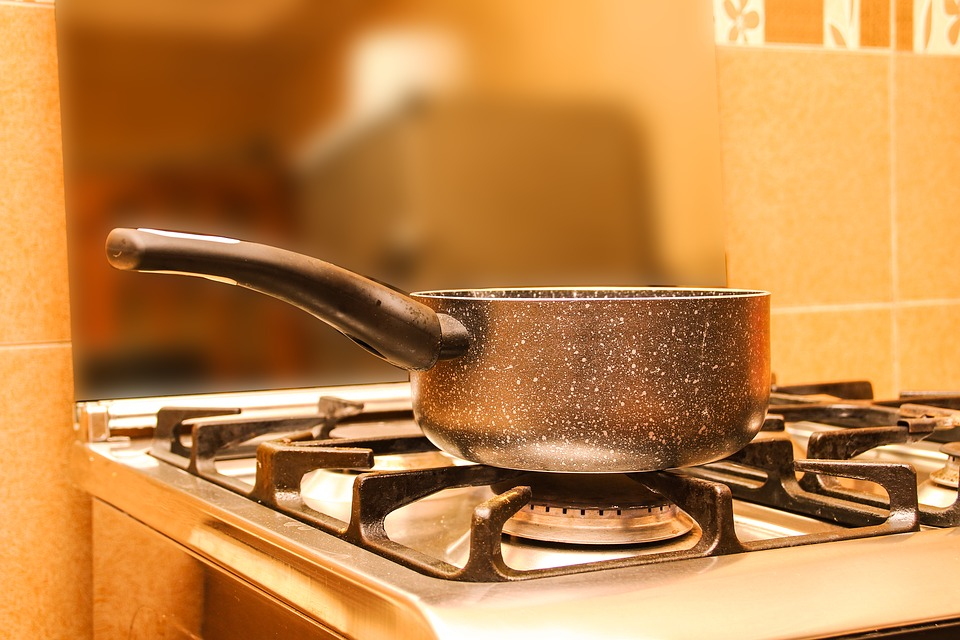 Photo provided by http://maxpixel.freegreatpicture.com/Boiling-Water-Kitchen-Fire-Image-Stove-Pan-1927783 with a CC0 license.