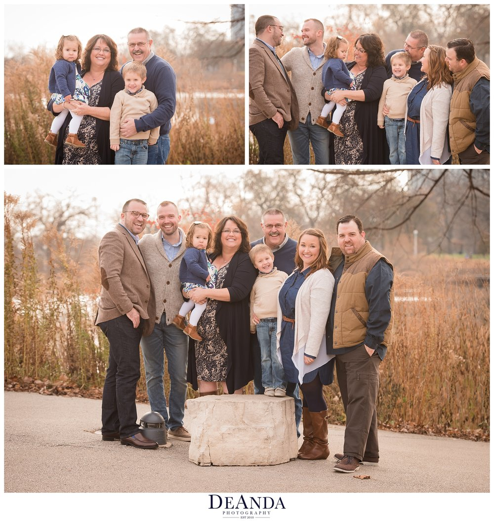 extended family photos at south pond on kissing bridge in chicago