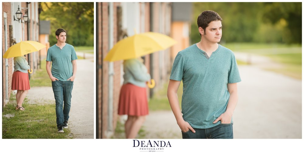"This couple bonded over ""How I Met Your Mother"" So we incorporated the iconic yellow umbrella"