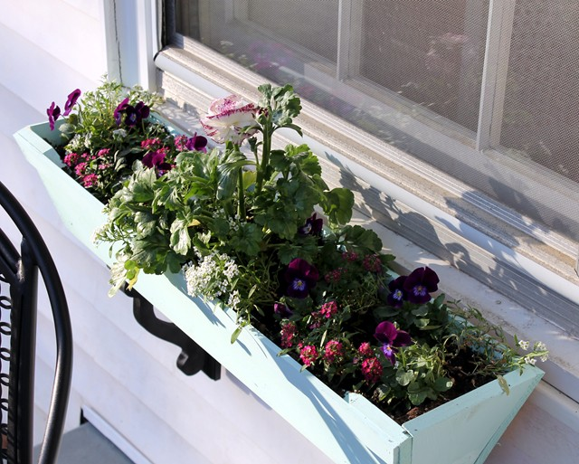 EB Loves Old Houses | DIY Window Box