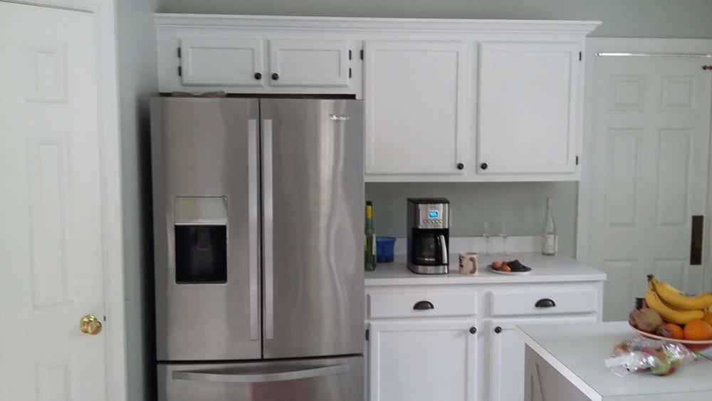 Elizabeth Burns Design | Raleigh Interior Designer - builder grade oak cabinets budget kitchen renovation, painting oak cabinets with dark hardware