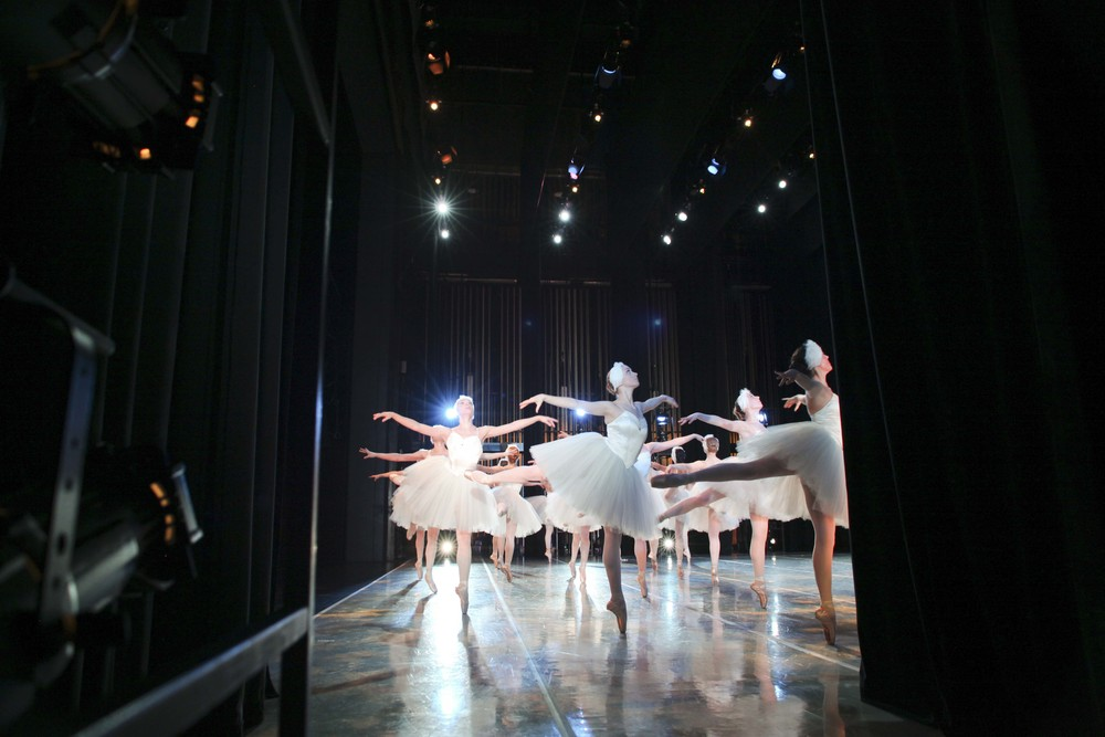 Suzee Belles - Swanlake  © The George Balanchine Trust