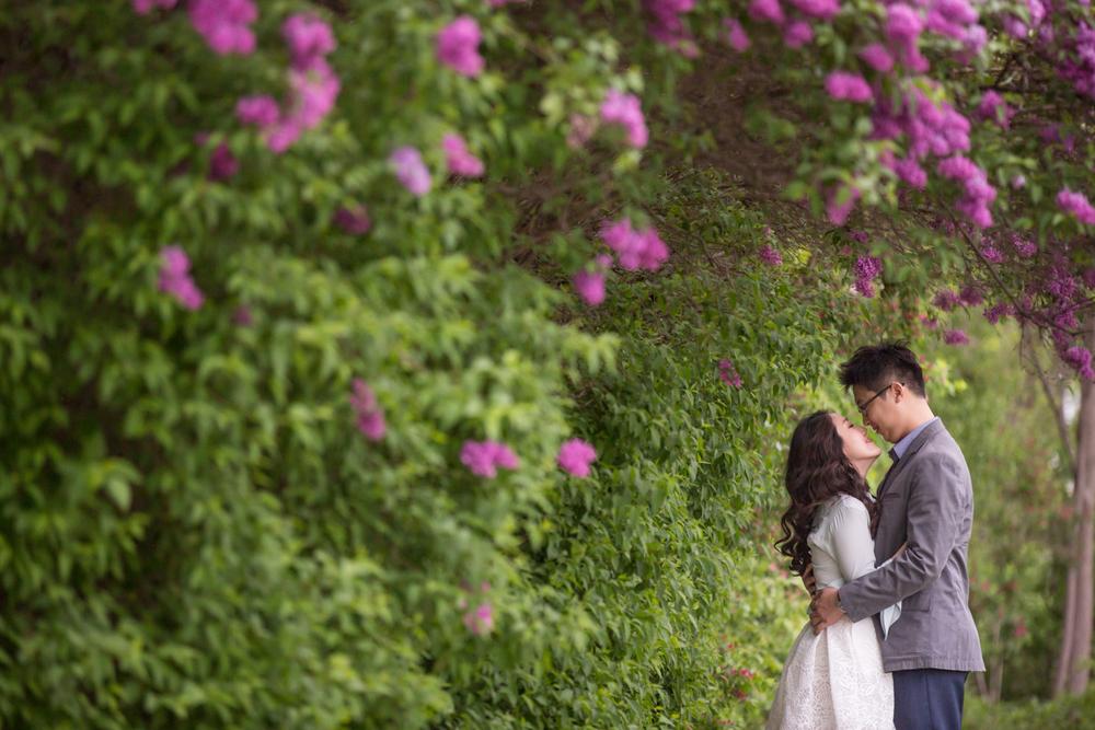 ann arbor flower engagement photography-3.jpg