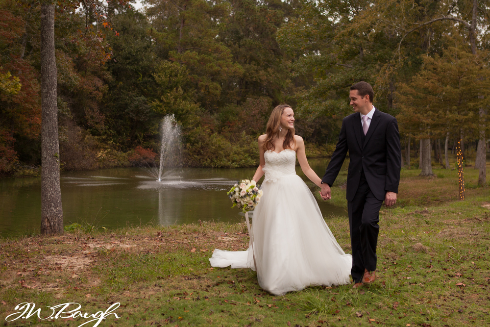 couple+by+lake+carraigehouse_045.jpg