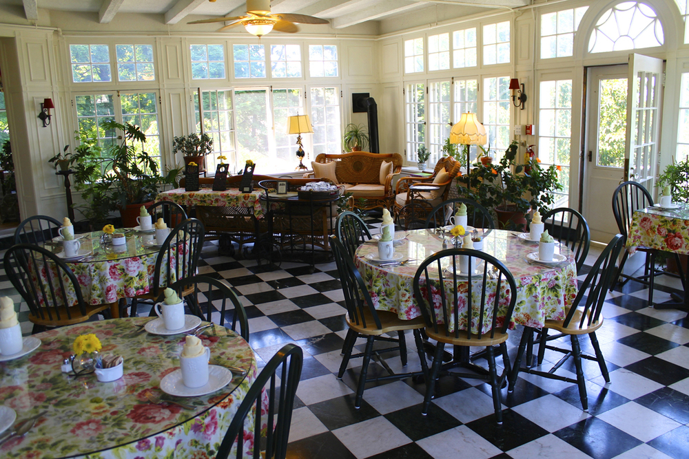 Solarium breakfast room at the Willard Street Inn