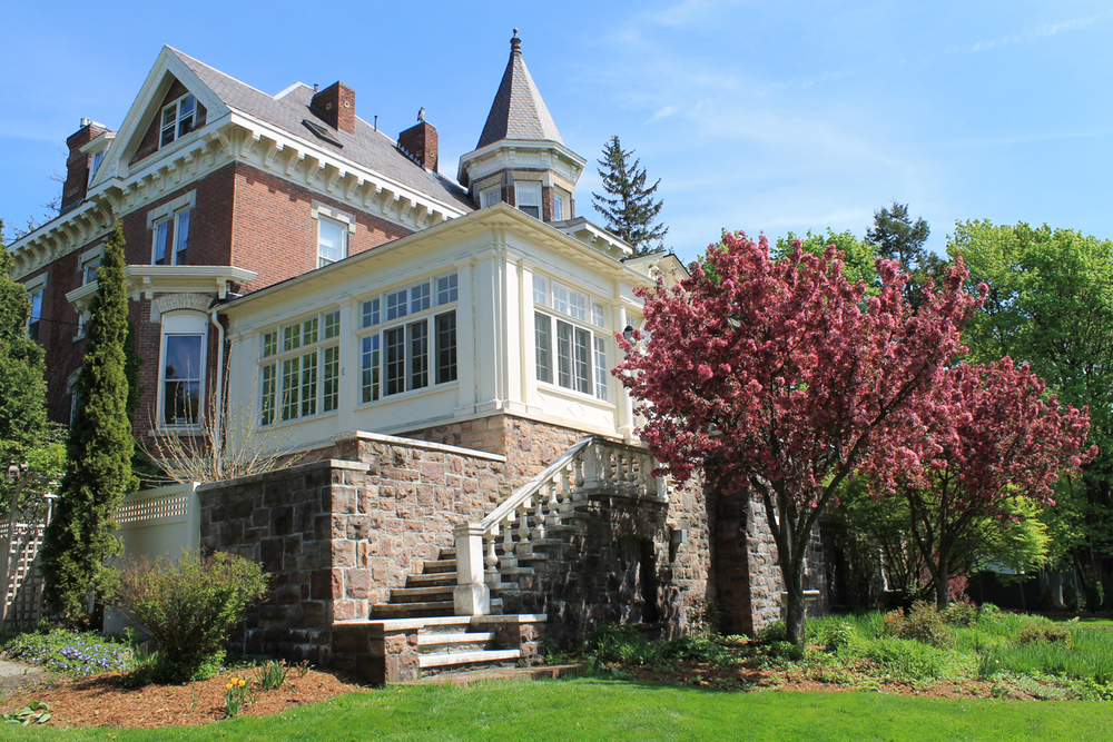 Springtime at the Willard Street Inn