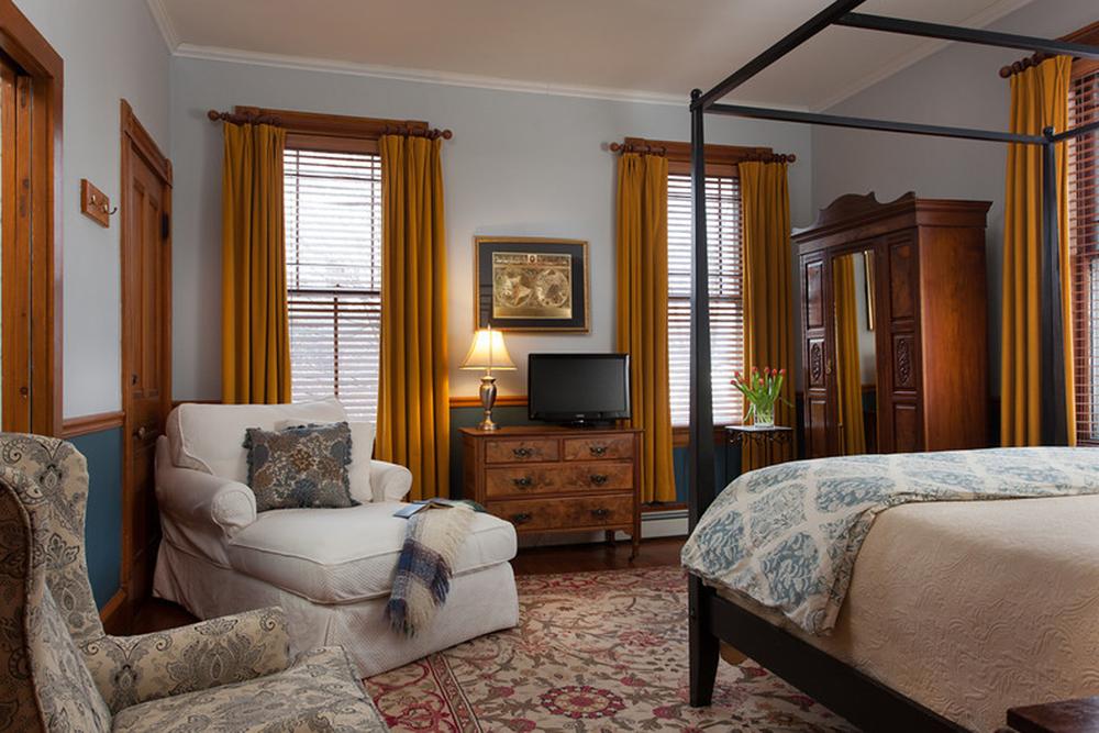 Hayward Room, Rm 203, Lang House on Main Street