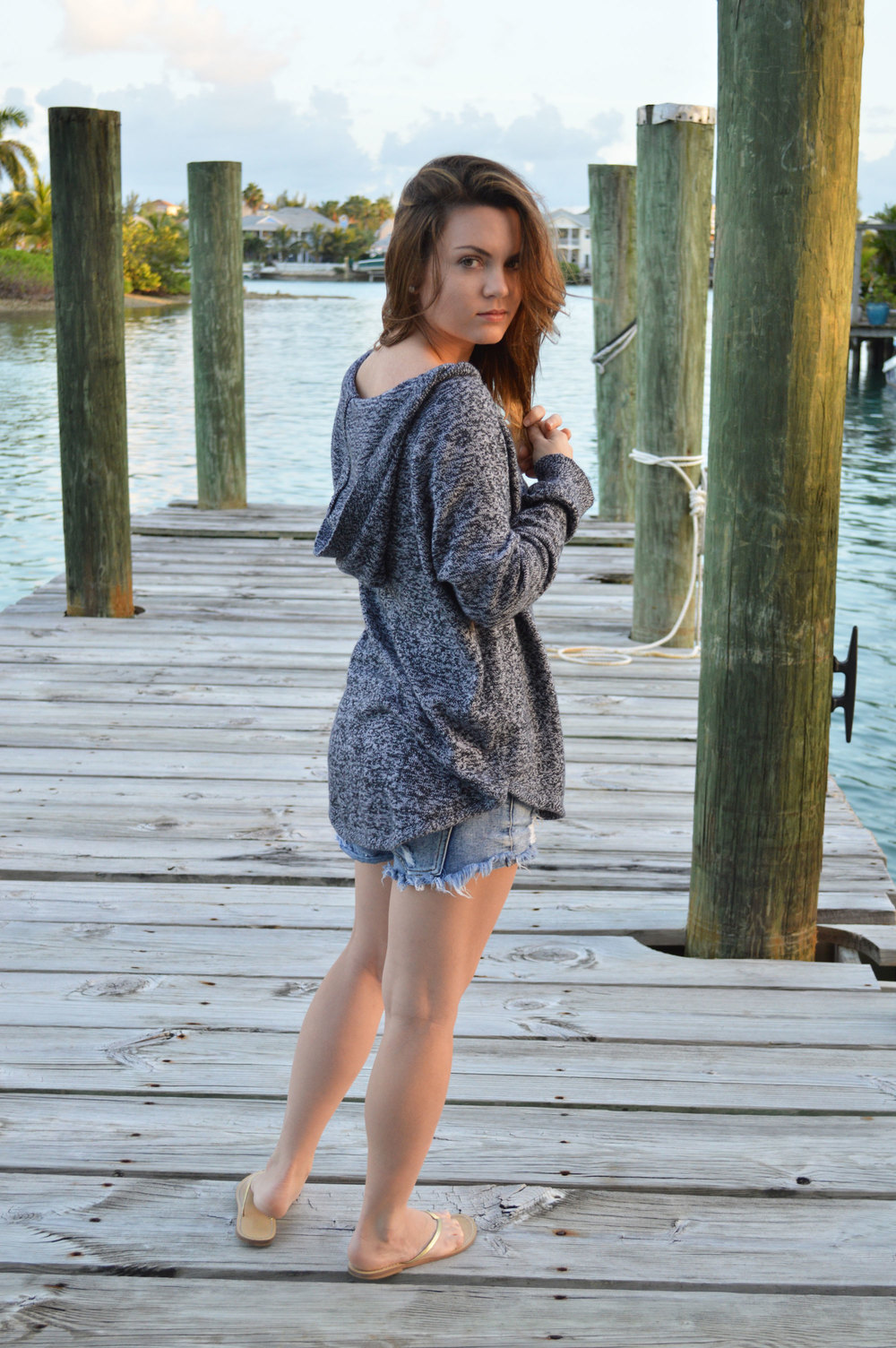 GAP-oversized-sweater-nassau-bahamas-style-blogger-dock-forever21-favorite-shorts-jcrew-sandals-sunset.jpeg