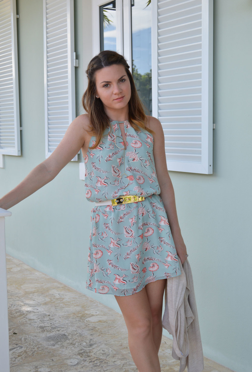 forever-21-dress-sea-print-teal-coral-bcbgeneration-gold-belt-wiw-zara-heels-nude-favorites-style-blogger-church-nassau-bahamas.jpeg