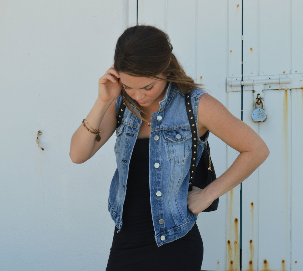 black-mini-dress-denim-vest-gap-favorite-converse-shoedazzle-backpack-style-blogger-blog-nassau-bahamas-wiw-ootd-miami.jpeg