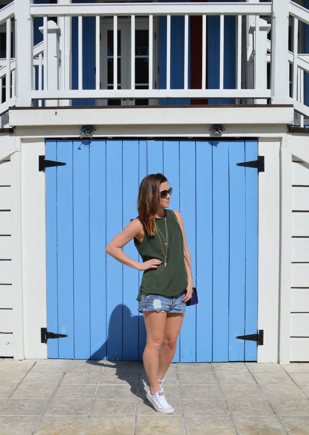 Piperlime-tank-style-blogger-nassau-bahamas-day-date-wiw-ootd-converse-perfect-tank-button-back-furla-mini-crossbody-baublebar-shark-tooth-lifestyle.jpeg