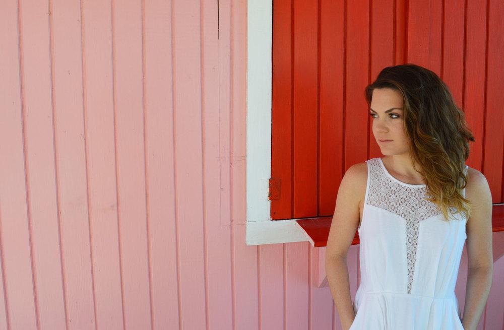 BCBGeneration-little-white-dress-lwd-valentines-day-nassau-bahamas-paradise-island-lace-style-blog-blogger.jpeg