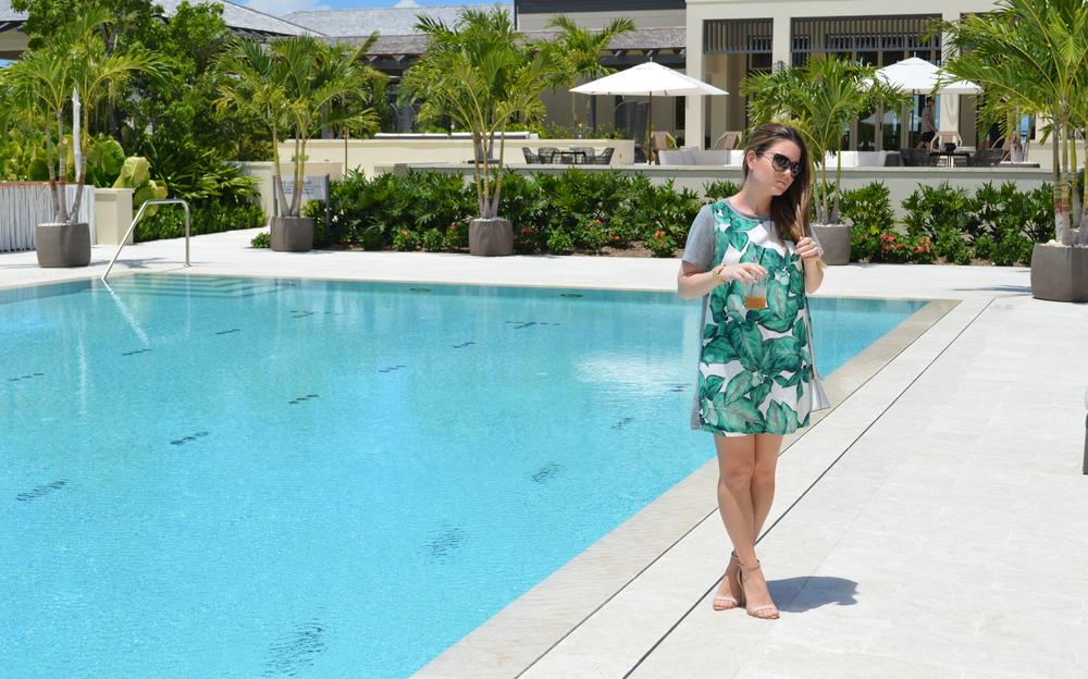 leaf-dress-bahamas-island-house-blogger-maternity-style.jpeg