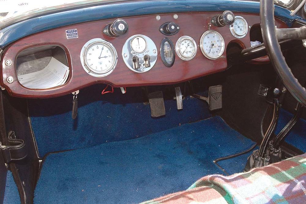 Alvis-1250-int.jpg